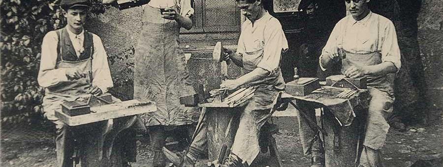 Un groupe de tailleurs de limes.